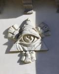 Необычный глаз над входом в греко-католический храм