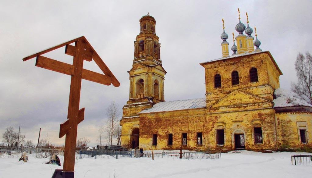 Поклонный-крест-с-Покровским-храмом-в-Коровново