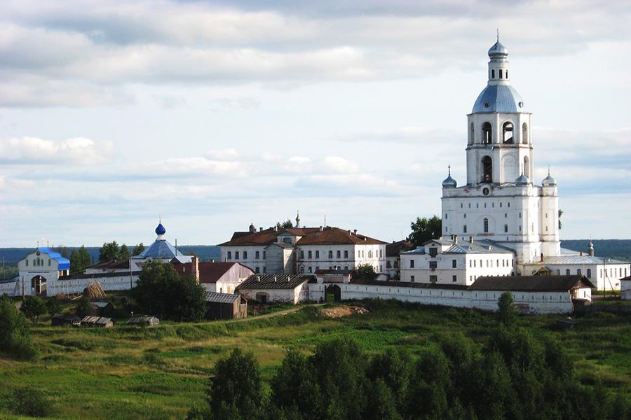 Троице-Стефано-Ульяновский монастырь ( вид с дороги)