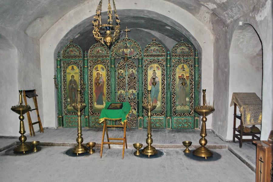 Чугунный иконостас в храме Алексия человека Божия