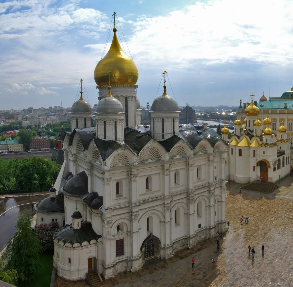 На 1 стр Архангельский собор кремля