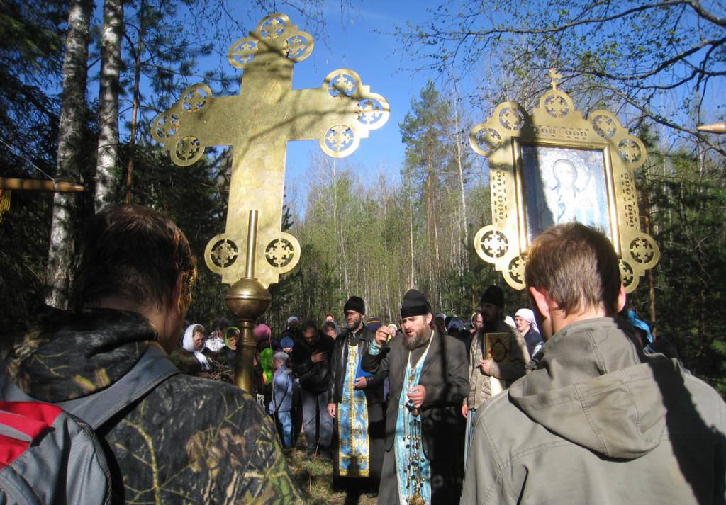 11.Лития по всем усопшим на кладбище в Черёмуховке
