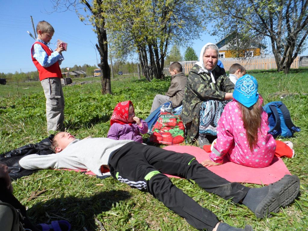 2.Галина Петровна Закирова со своим беспокойным семейством на привале