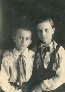 Витя со старшей сестрой Верой