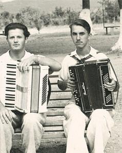 Молодые годы. Справа - В.Захарченко