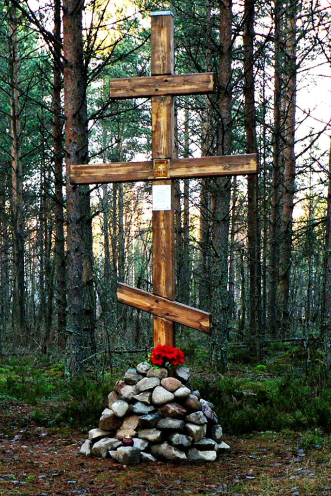 Крест на месте расстрелов