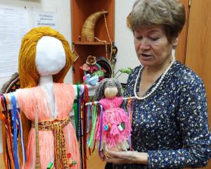 Лидия Дубленникова с куклами Параскевы
