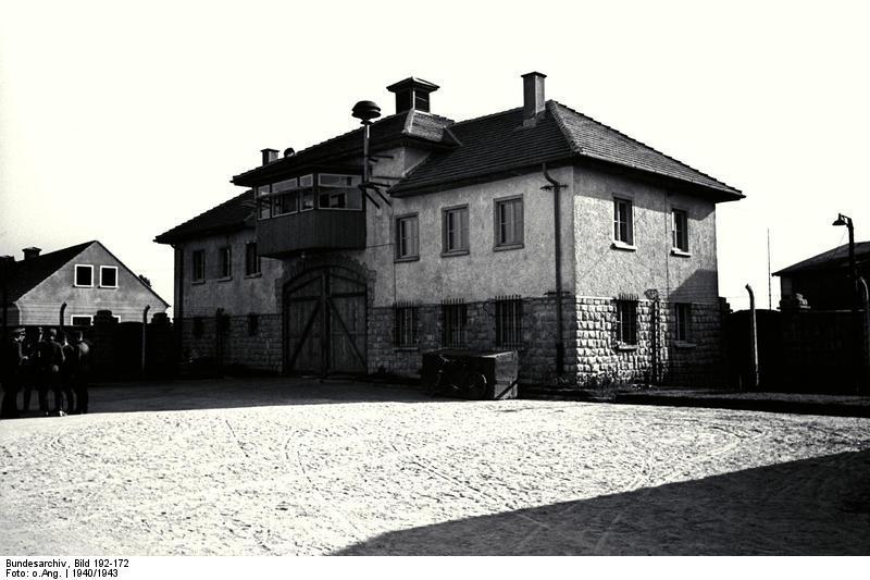 Центральная «брама» (вход) в концлагере Маутхаузен-Гузен. Фото из федерального архива Германии.