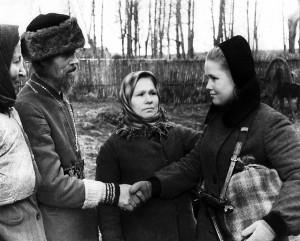 Псковский священник Мефодий Белов провожает в партизанский отряд дочь – разведчицу Руфину