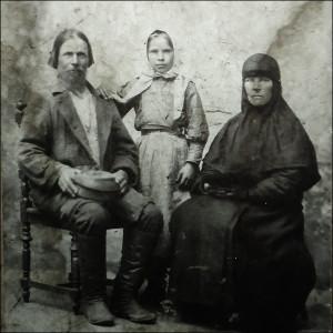 Ирина Никаноровна с отцом и тётей