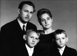 Молодая чета Патриных с сыновьями