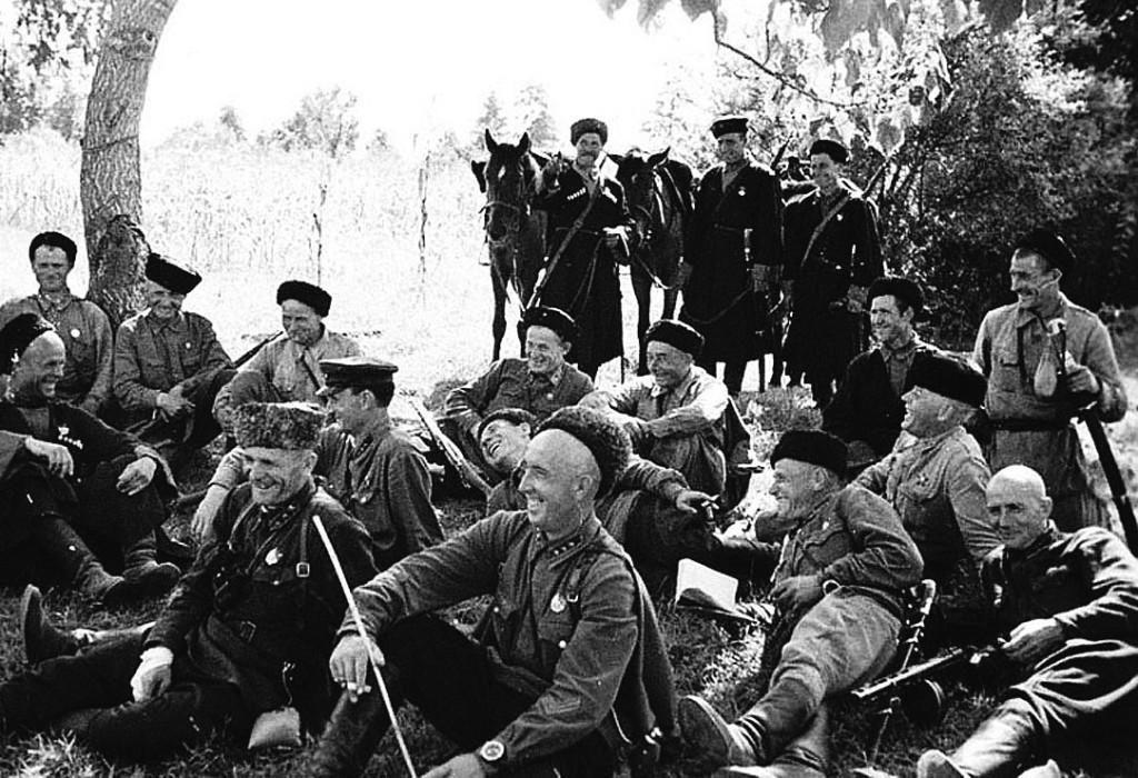 Бойцы Казачьего кавалерийского корпуса Кириченко на привале