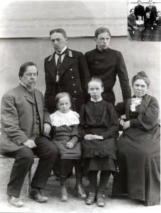Семья Поповых на даче под Лугой. 1904 г.