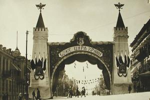 Триумфальная арка на Пушкинской улице у здания Думы, сооружённая в честь приезда императора в Одессу