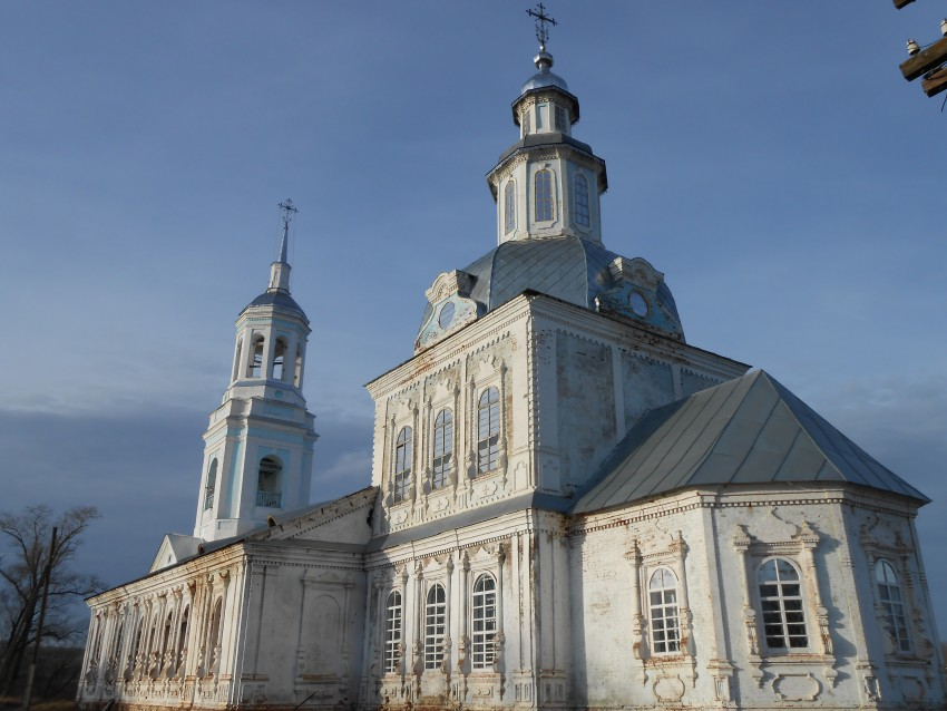 Восстановленный Петропавловский храм в с. Петровское