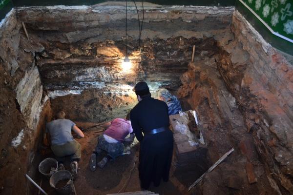 раскопки в часовне Матфея Яранского