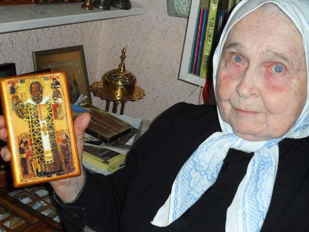 схимница Елизавета с иконой Николая Чудотворца