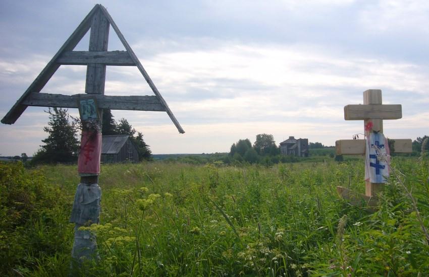Кресты у деревни Никитинской