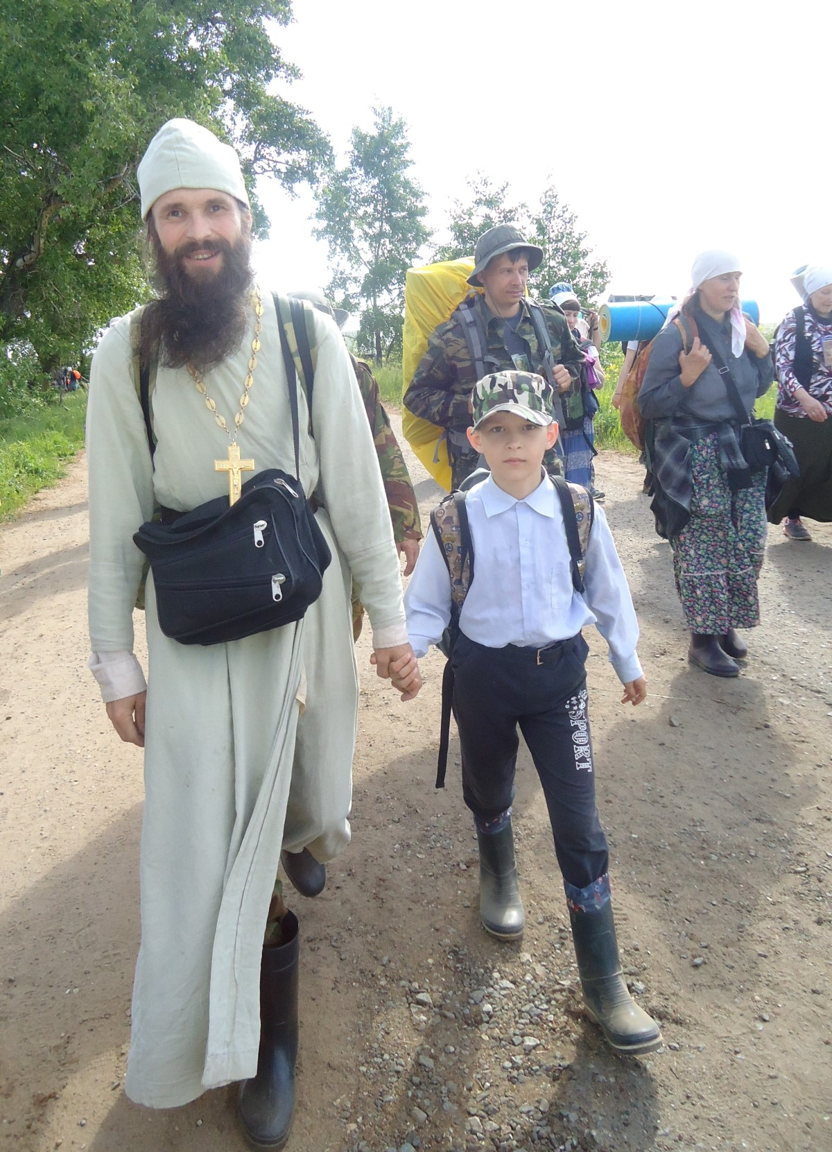 Отец Сергий Суманеев с сыном