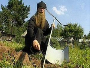 Современный монах-изобретатель отец Геннадий (Хлопов) и его чудо-лопата