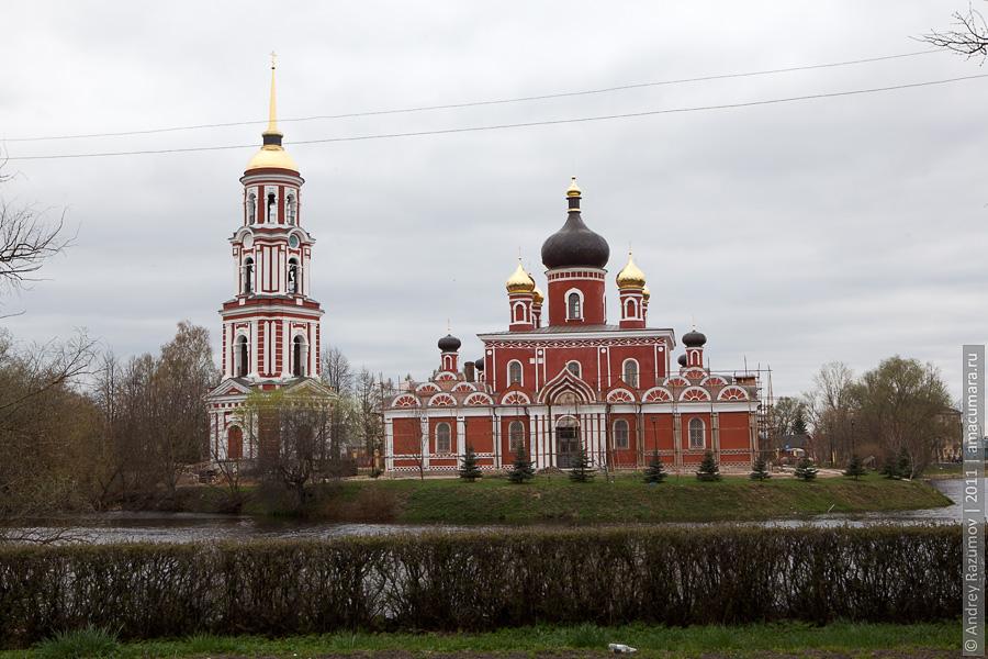 Воскресенский собор на месте слияния Поруси и Полисти