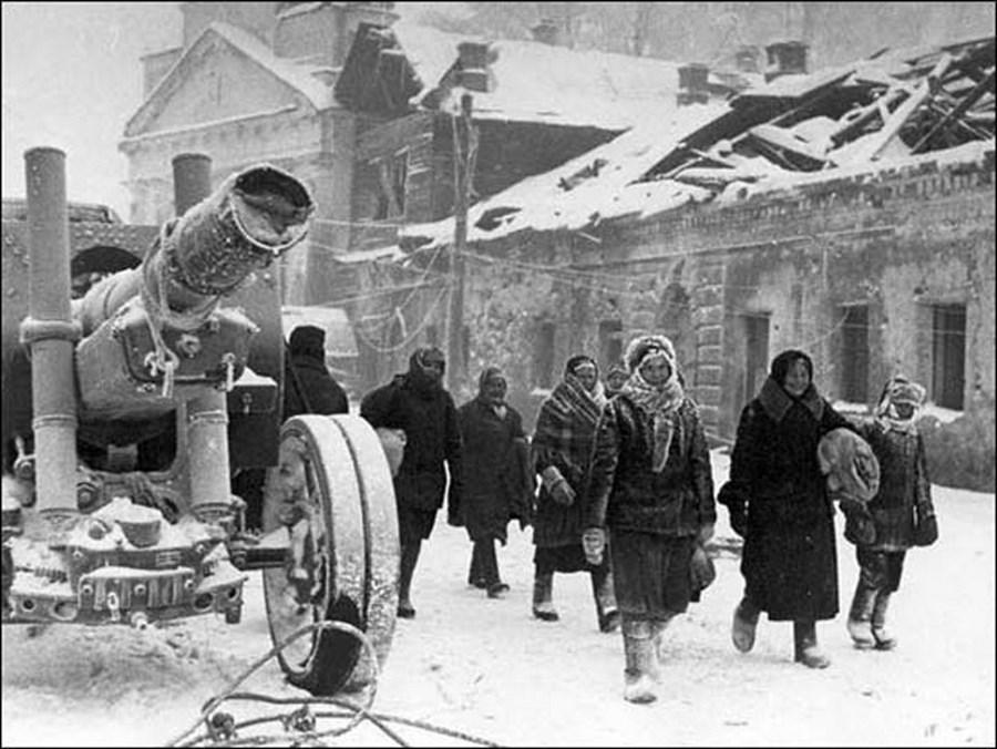 Жители Тихвина возвращаются в город
